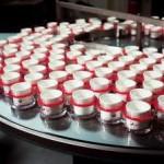 Praca we Francji przy produkcji perfum – pakowanie